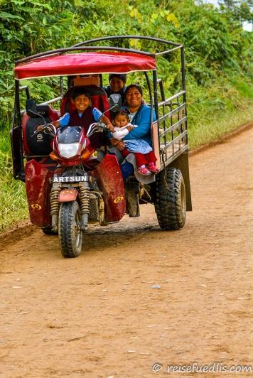 Einheimische / Quechua unterwegs