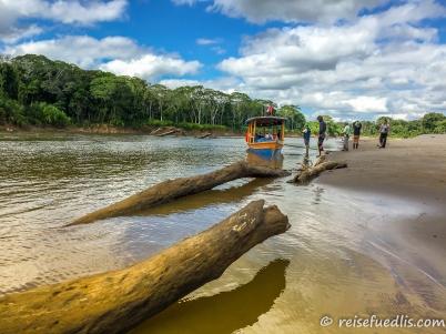 Ein Zwischenstopp auf dem Nebenfluss Rio Madre De Dios – Länge: 655 km