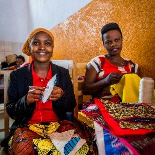 Frauen im Nyamirambo Women's Center. Hier werden wunderschöne Sachen hergestellt.